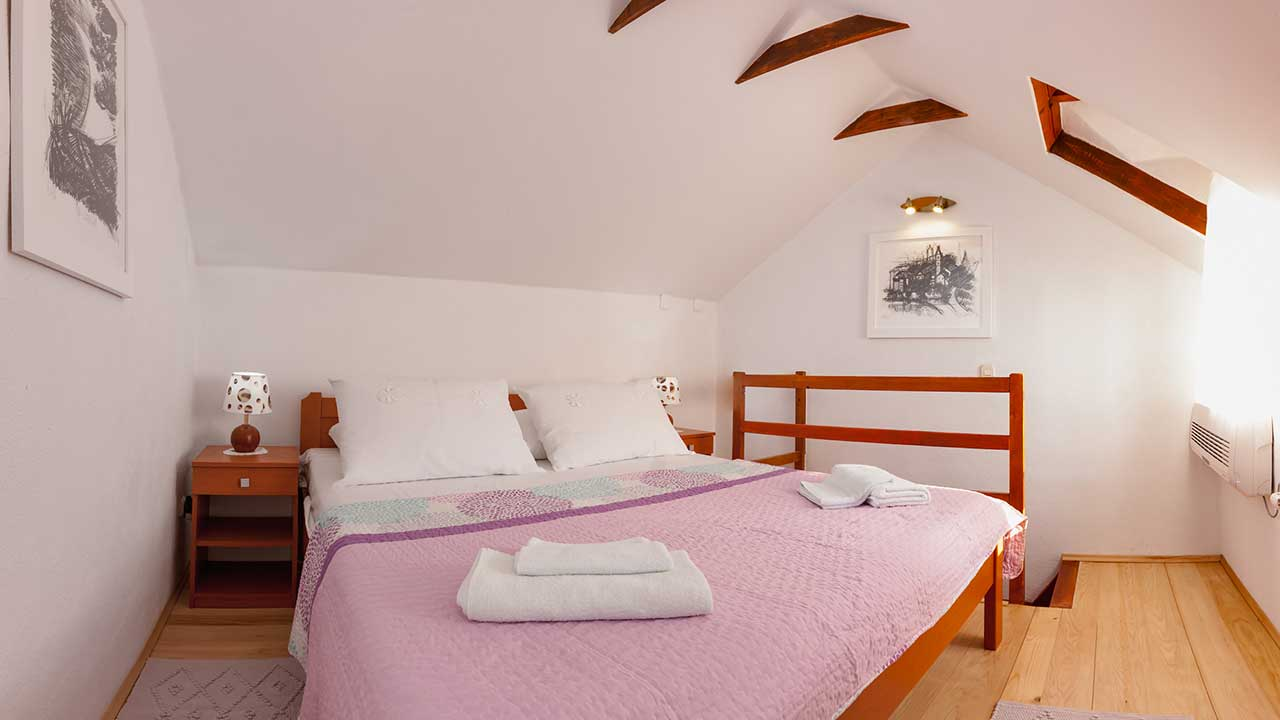 Vineyard Villa with swimming pool - bedroom