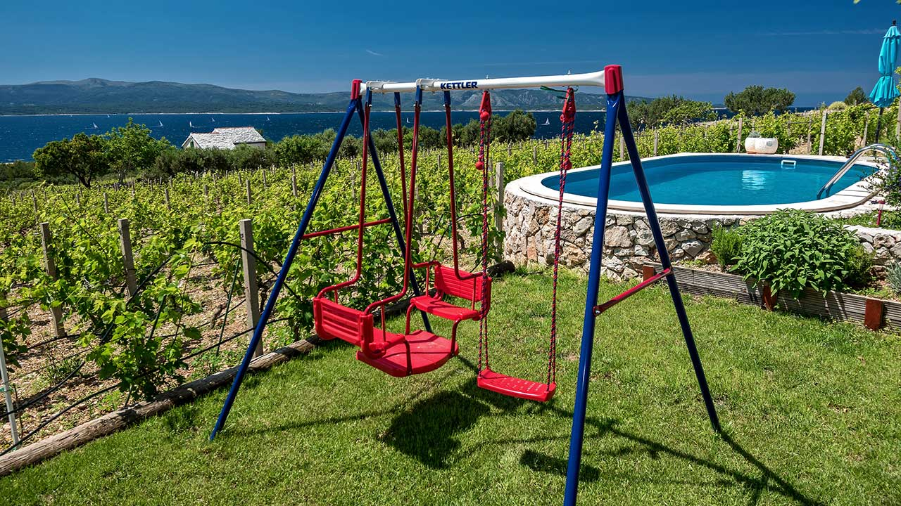 Vineyard Villa with swimming pool equipment